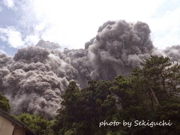 http://sciencythoughts.blogspot.co.uk/2014/08/eruptionand-pyroclastic-flow-on-mount.html