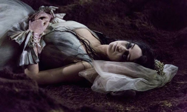 Amorteamo, Malvina (Marina Ruy Barbosa), Noiva cadáver