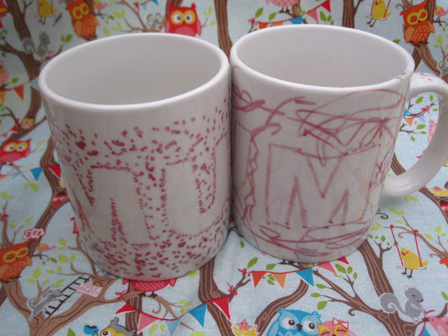 Two mugs decorated with the word mum