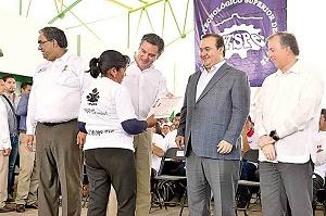 Duarte afirma que analfabetismo a la baja en Veracruz ahora podrá leer corrupción