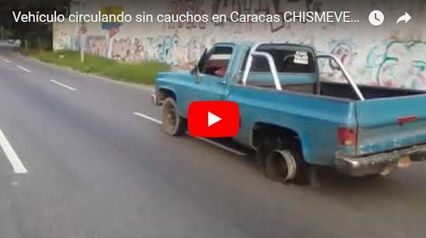 Otro vehículo circulando sin cauchos en Venezuela