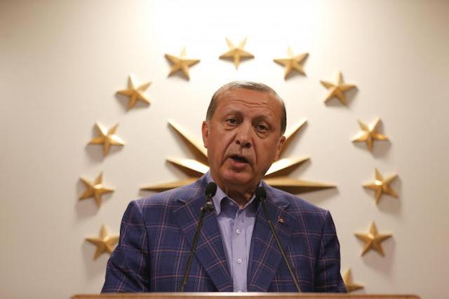 O presidente da Turquia, Erdogan, declara vitória na votação, tornando-o líder supremo - mas a oposição diz que vai contestar o resultado