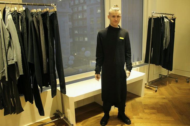 d17c84642 A SELFRIGES a partir dessa segunda feira (01/09) vai mostrar a maior  parceria já feita entre a loja de departamentos inglesa com um estilista.