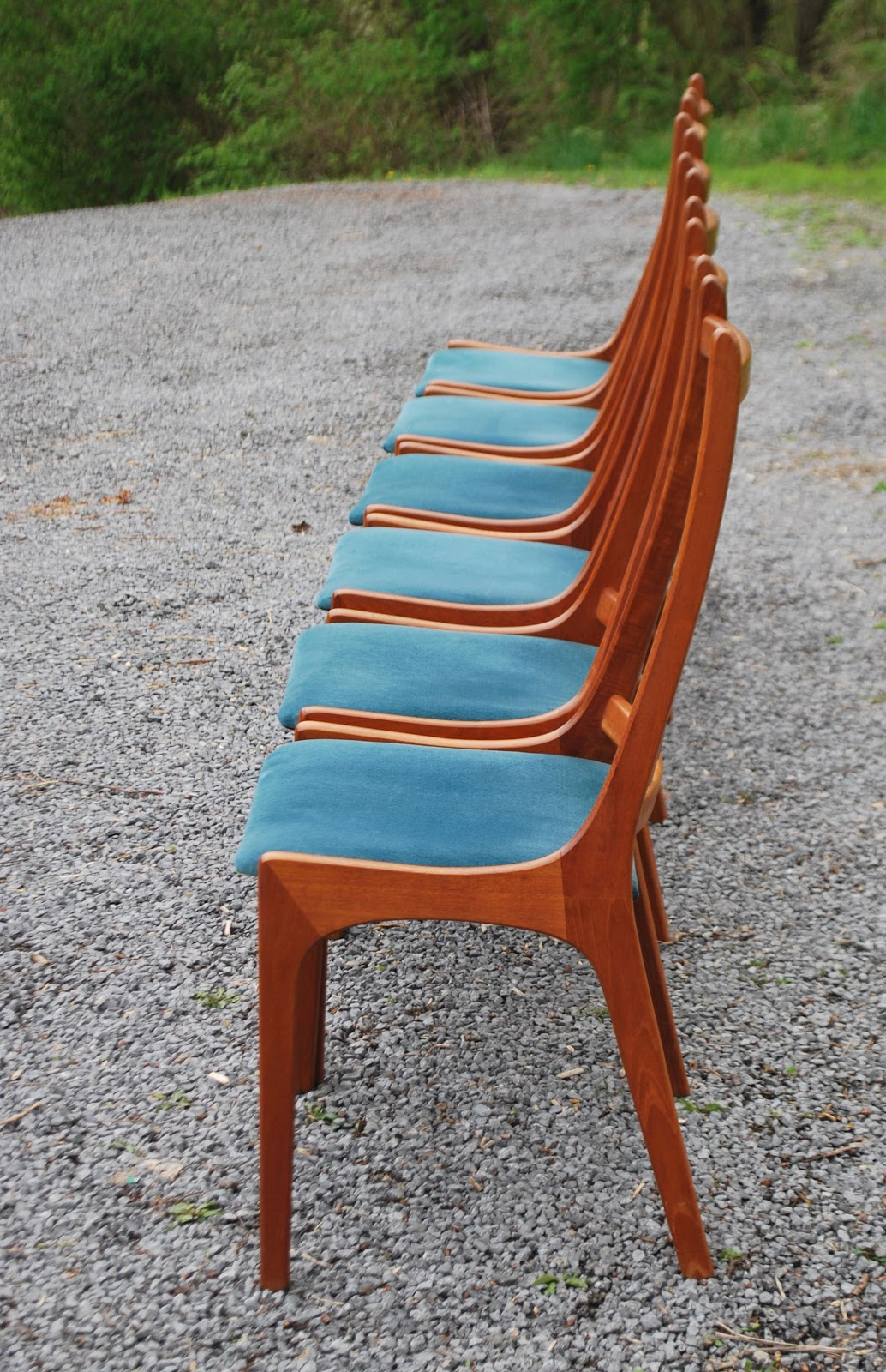 Tribute 20th Decor: Vintage Teak Dining Chairs and Table