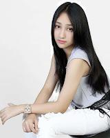 foto paling cantik Sandrina Azzahra aktris penyanyi goyang dua jari