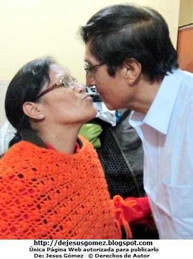 Foto de un beso de amor de esposos por Jesus Gómez