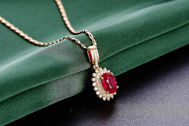 Złoto, srebro czy biżuteria sztuczna? Co wybrać na ślub?