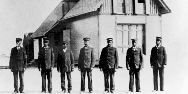 Captain Richard Etheridge, Keeper, USLSS and crew