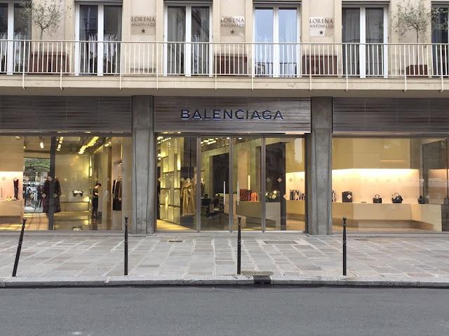 パリでバレンシアガの店