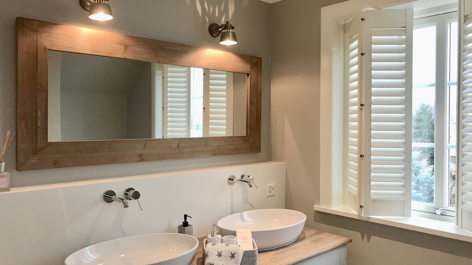 Shutters als Sichtschutz im Badezimmer - Beachhouse Living
