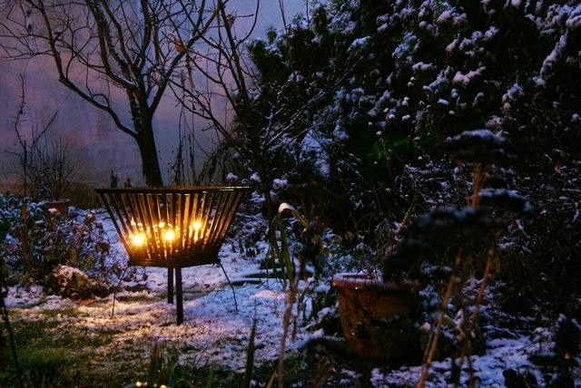 Filz und garten gartenblog feuerkorb und glaslaterne for Gartendeko im winter