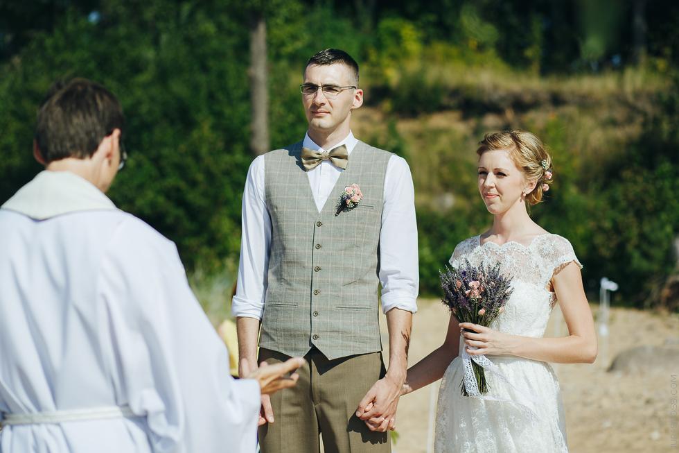 kāzu ceremonija jūras krastā