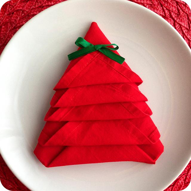 Guardanapo Dobrado em Formato de Árvore de Natal
