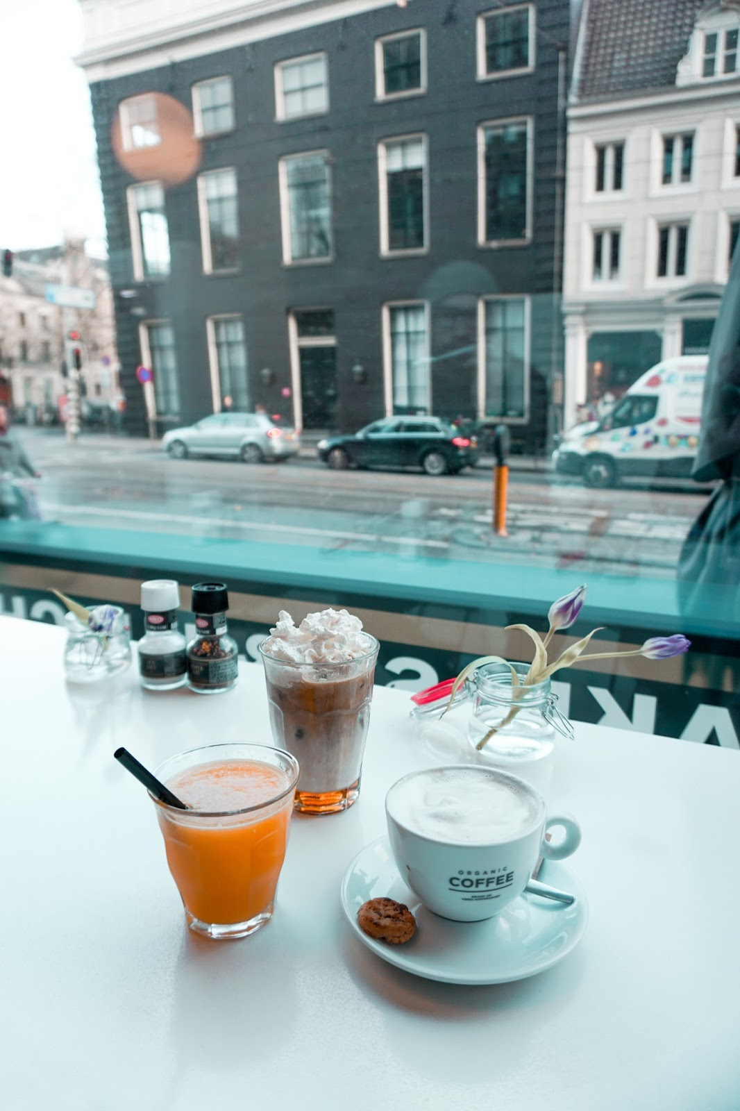 lifestyle blog, travel blog, travel girl, how to travel on a budget, amsterdam, netherlands, where to eat in amsterdam, amsterdam cafe, Omelegg Amsterdam, cafe de bazel in Amsterdam, trip to Amsterdam, what to see in Amsterdam, sightseeing Amsterdam