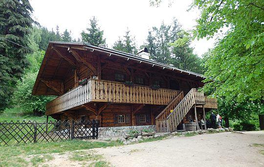 "Schronisko PTTK ""Szwajcarka"" (520 m n.p.m.)."