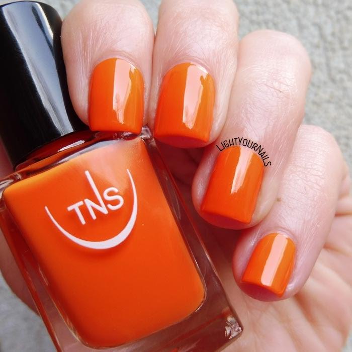 Smalto laccato arancione TNS Cosmetics Firenze 540 Eden (Lungomare) orange creme nail polish