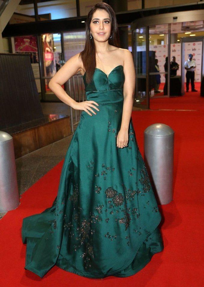 Raashi Khanna In Green Dress At Jio Filmfare South Awards 2017