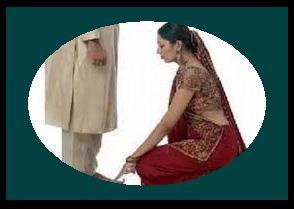 पत्नी द्वारा पति के पैर छूना उचित क्यों माना जाता है? Kyo jaruri hai ek patni ko apne pati ke panv chhuna?