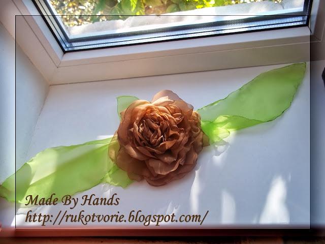 Роза с лентой