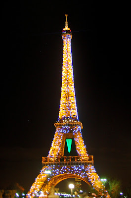 Eiffel Tower Twinkles