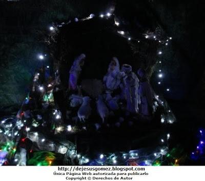 Foto del Nacimiento de Jesús en un Condominio de noche por Jesus Gómez