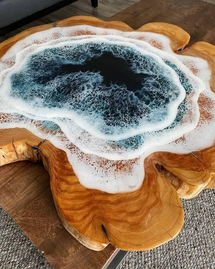06-Tree-trunk-ring-Rivka-Wilkins-Realistic-Ocean-Resin-Paintings-www-designstack-co
