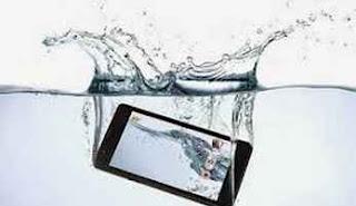 ponsel kecebur air