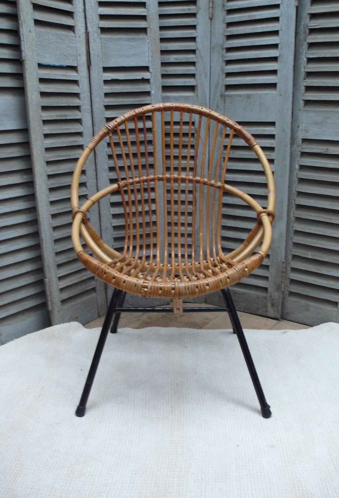 avec leur pitement en mtal noir et leur ligne chic et pure voici de jolis fauteuils pour faire salon dans une chambre denfant - Fauteuil Bambou