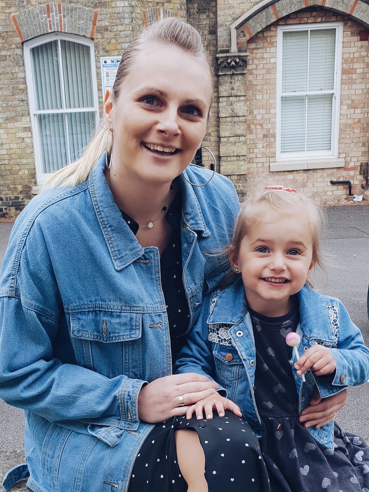 Mum & co. czyli jaka matka taka córka (w jeansowych kurtkach)
