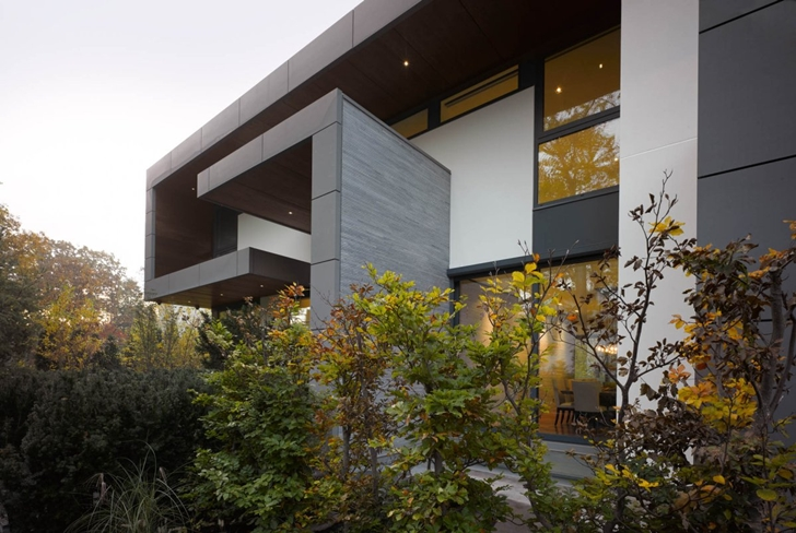 Modern facade of Modern mansion by Belzberg Architects Group