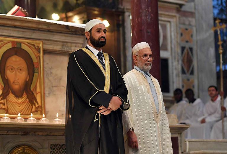 Na Basílica de Santa Maria in Trastevere (Roma),  os líderes islâmicos convidados pela Santa Sé Ben Mohamed e Sami Salem,  de costas para o Evangelho, falaram e fizeram orações do Islã ofensivas contra os cristãos…