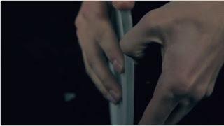 Step 4: 音楽データが書き込んである薄い型を爪で剥がす