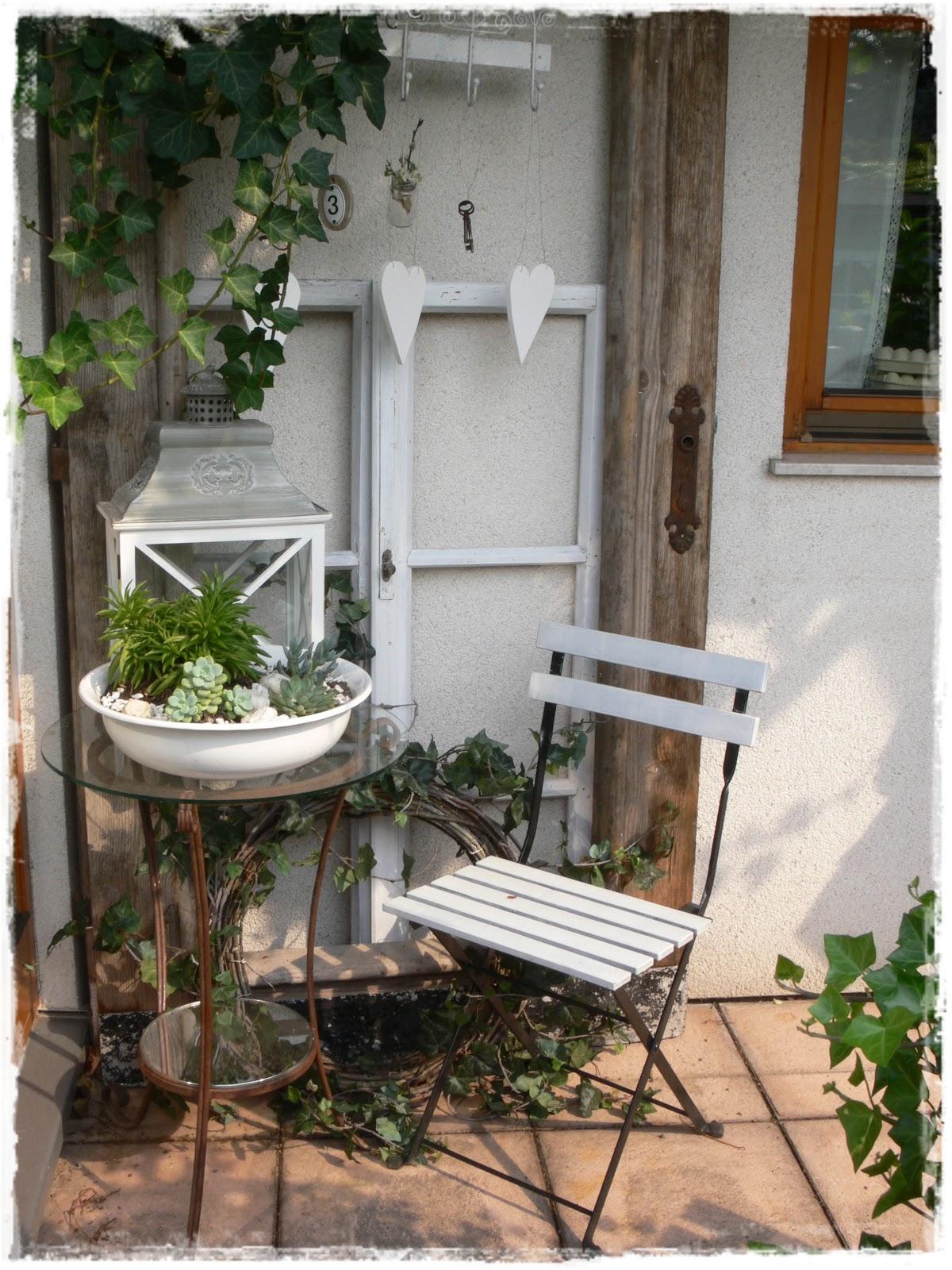 Gartendeko mit alten fenstern ideen gartendeko alten fenstern herbst und auch schon auf einigen - Alte turen dekorieren ...