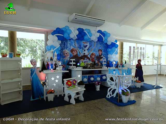 Decoração Frozen em mesa provençal - festa de aniversário -  Barra