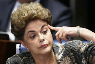 """Combativa y por momentos sonriente, quedará para la historia la imagen de la presidente defendiéndose en una sesión maratónica y continua. """"No acepten un golpe que en vez de solucionar, agravará la crisis brasileña"""", pidió Rousseff al pleno de 81 senadores."""