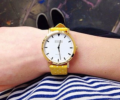 Yellow dotted strap watch combined with nautical stripes