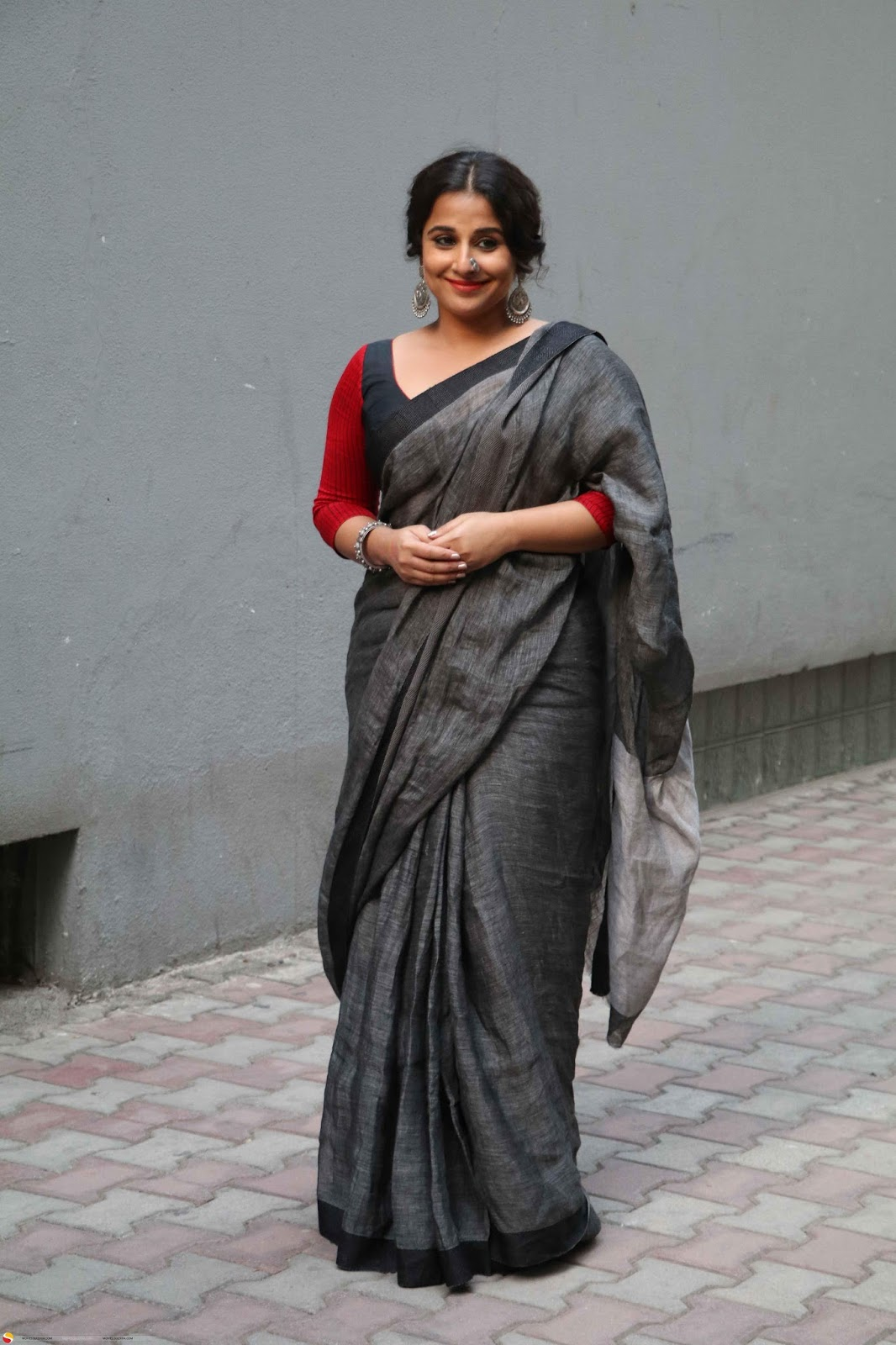 Beautiful Hindi Actress Vidya Balan Long Hair Photos In Black Saree