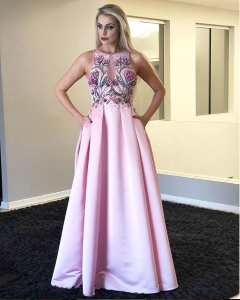 vestido de festa rosa longo com bordado floral