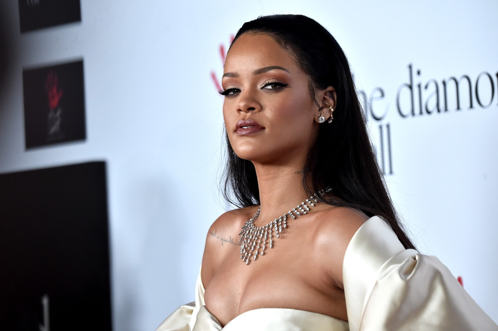 Rihanna hd wallpapar and images free download wallpaper hd images see here beautiful rihanna hd wallpaper laetst 2017 high definition images cute photos rihanna hairstyle pictures and rihanna hd wallpaper and pics free voltagebd Images