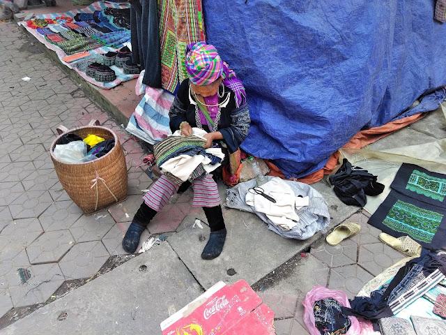 hmong women love market sapa vietnam