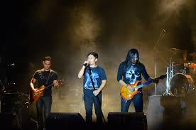 Lirik lagu Andra and The Backbone - Ditelan Bumi