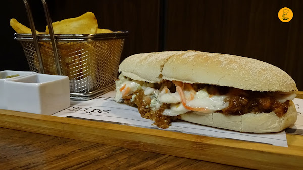 Bocadillo pulled pork blue cheese en Hot and Smoked Malasaña