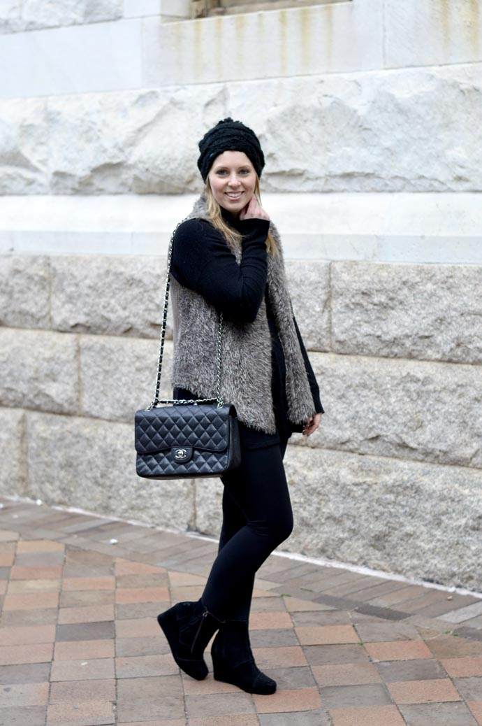 oversized-sweater-faux-fur-vest-outfit