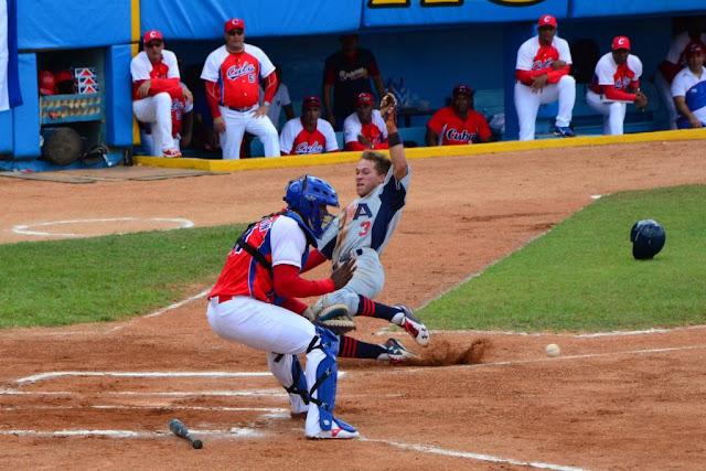 No se le puede pedir mucho más los fragmentos del beisbol cubano que ahora componen la selección nacional.