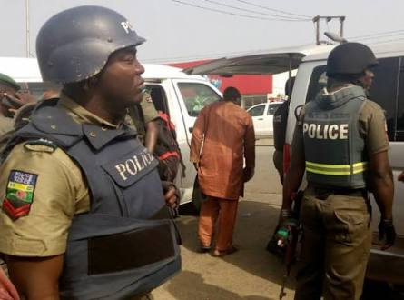 Jubilation In Warri As Police Smash Suspected 5-Man Robbery Gang