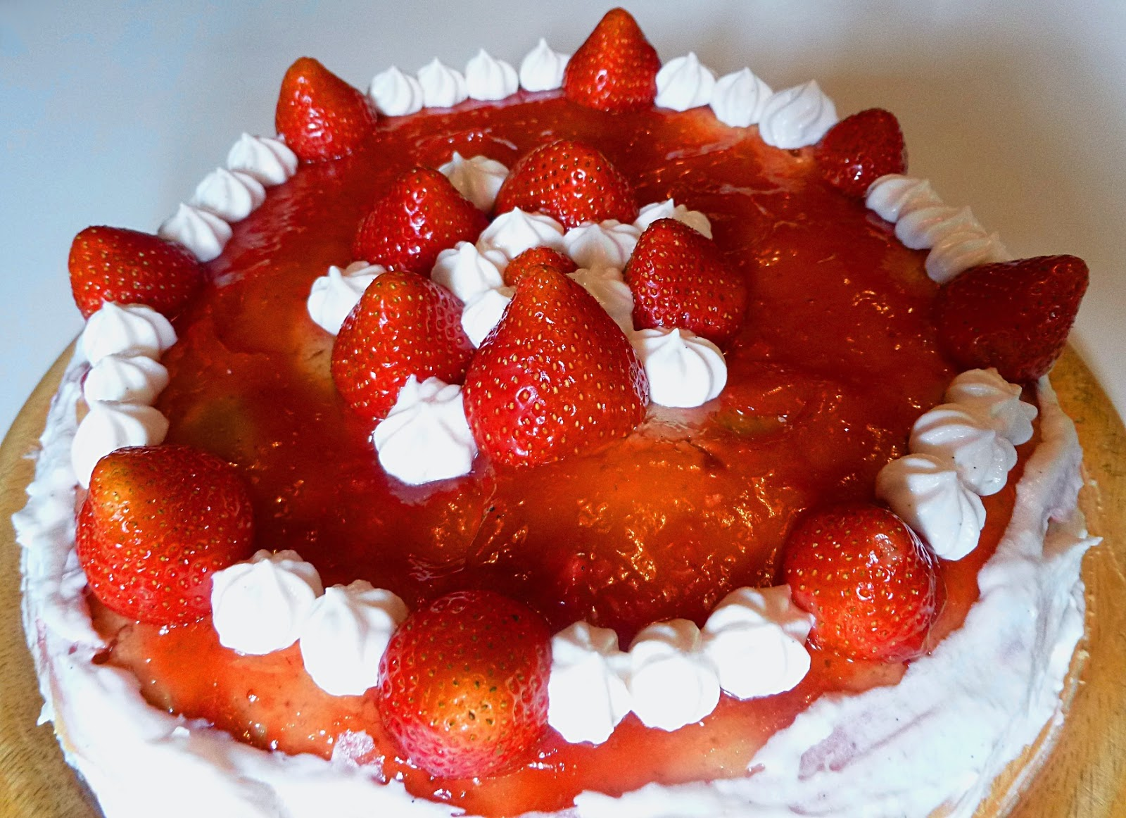 http://frlflauschmiez.blogspot.de/2014/09/erbeer-mousse-au-chocolat-torte.html