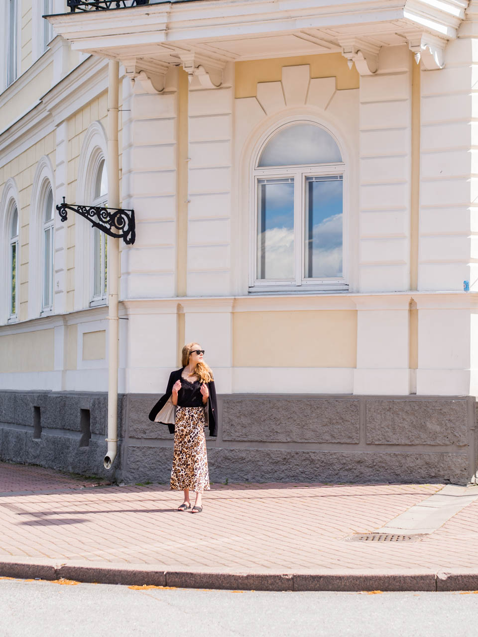 fashion-blogger-sale-shopping-summer-2019-and-other-stories-leopard-print-satin-midi-skirt-satiini-hame-leopardi-kesä-alennusmyynnit-muotiblogi