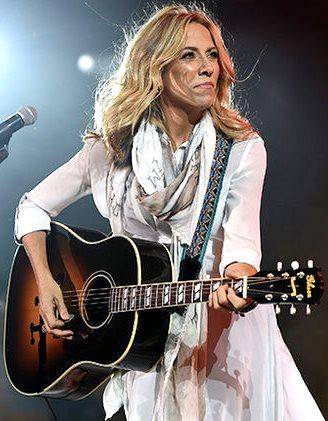 Foto de Sheryl Crow tocando en concierto