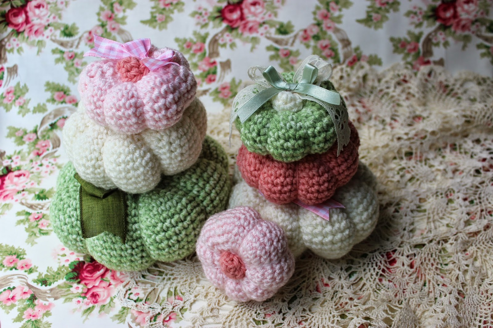 Crochet these cute little pumpkins in shabby colors. They are easy to make a quick too!