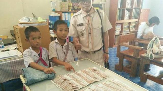 Temukan Uang Sebesar Rp 37 Juta di Saku Celana Bekas, Bocah Ini Jujur Kembalikan ke Pemilik